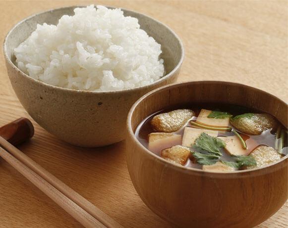美味しいご飯美味しい味噌汁の写真